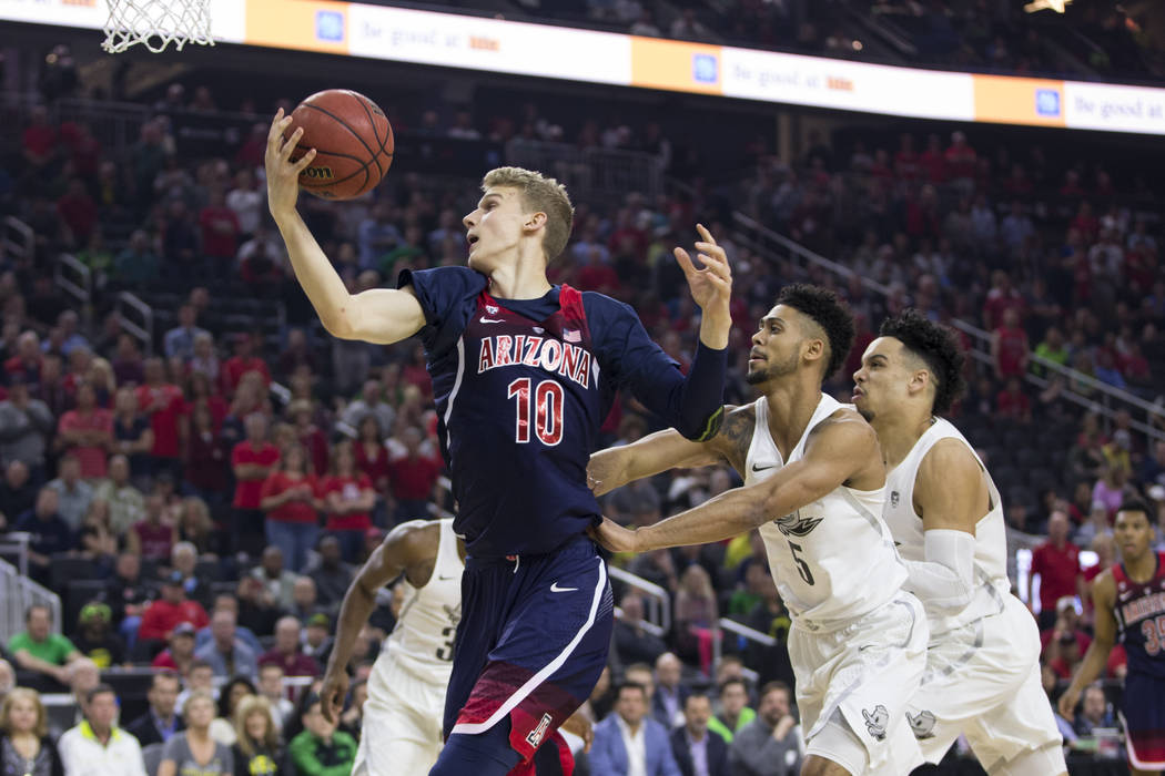 Arizona Wildcats forward Lauri Markkanen (10) catches a pass against Oregon Ducks in an NCAA college basketball game for the Pac-12 tournament championship at T-Mobile Arena Saturday, March 11, 20 ...