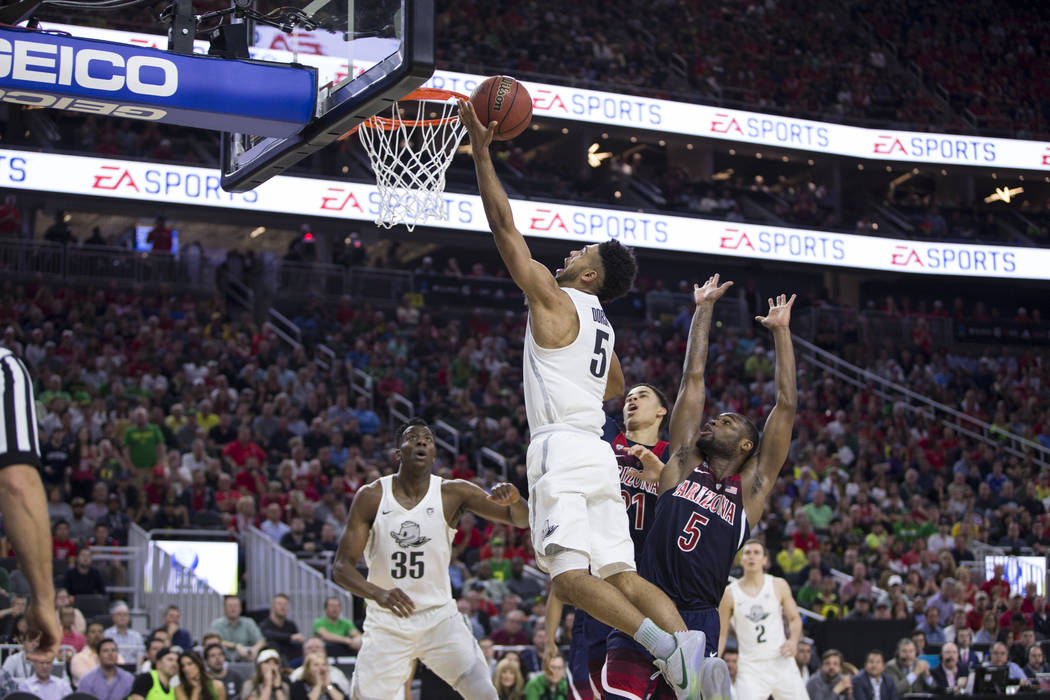 Oregon Ducks guard Tyler Dorsey (5) shoots the ball for a score against Arizona Wildcats in an NCAA college basketball game for the Pac-12 tournament championship at T-Mobile Arena Saturday, March ...