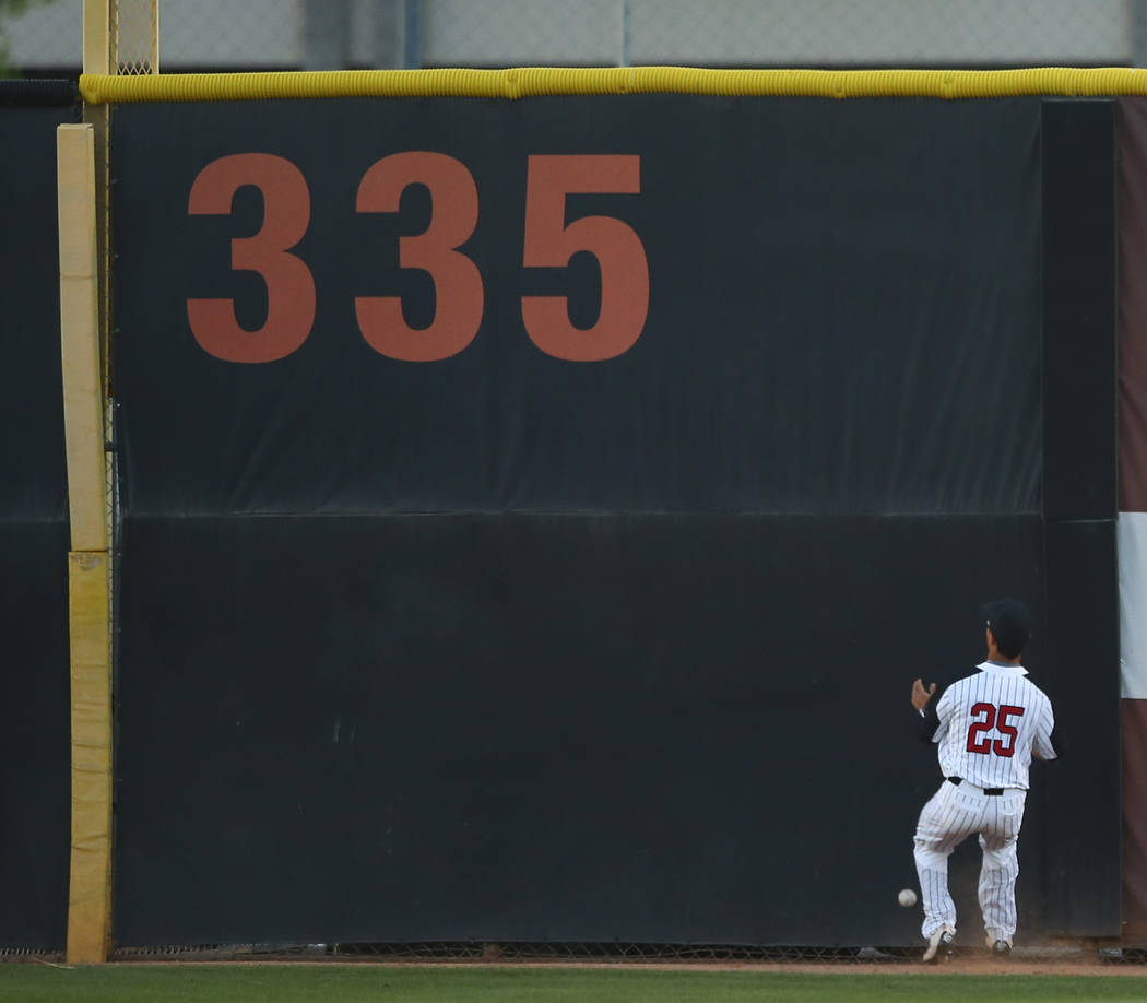 UNLV outfielder Ernie De La Trinidad (25) misses a fly ball from New Mexico during a baseball game at Wilson Stadium in Las Vegas on Friday, March 24, 2017. (Chase Stevens/Las Vegas Review-Journal ...