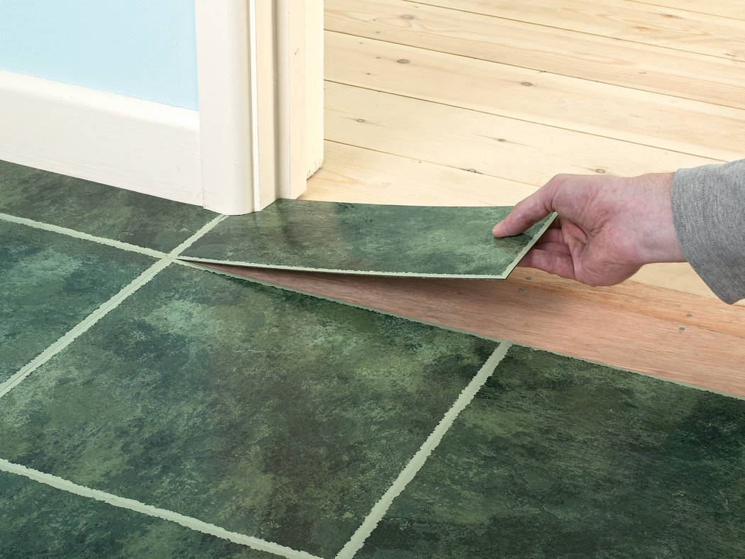 How to vinyl flooring installation -  The Vinyl Flooring Needs To Be Replaced The Room Is Only About 6 Feet By 6 Feet How Do You Make Sure That There Won T Be Any Gaps When Installing It