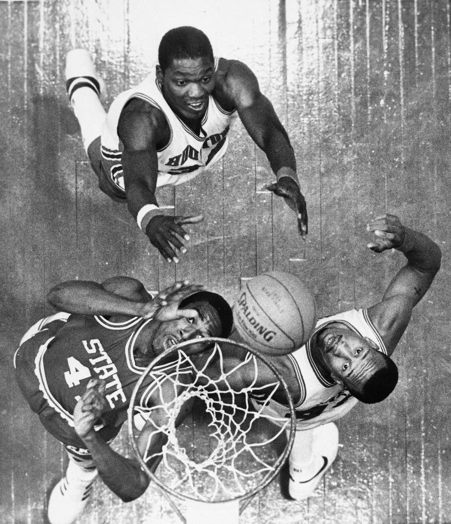 Thurl Bailey and N C State Still winning on the dunk – Las Vegas