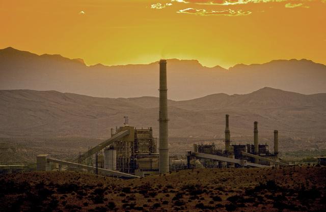 The Reid Gardner power plant at Moapa, June 29, 2015. (Jeff Scheid/Las Vegas Review-Journal)