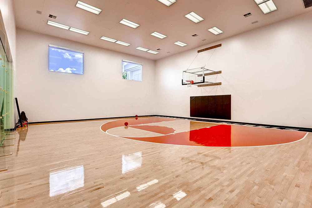 Million Dollar Homes With Lavish Sports Courts Photos
