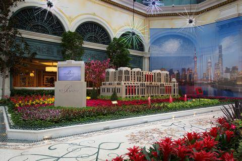 Bellagio Conservatory U0026 Botanical Gardensu0027 2017 Lunar New Year Display In Las  Vegas. (