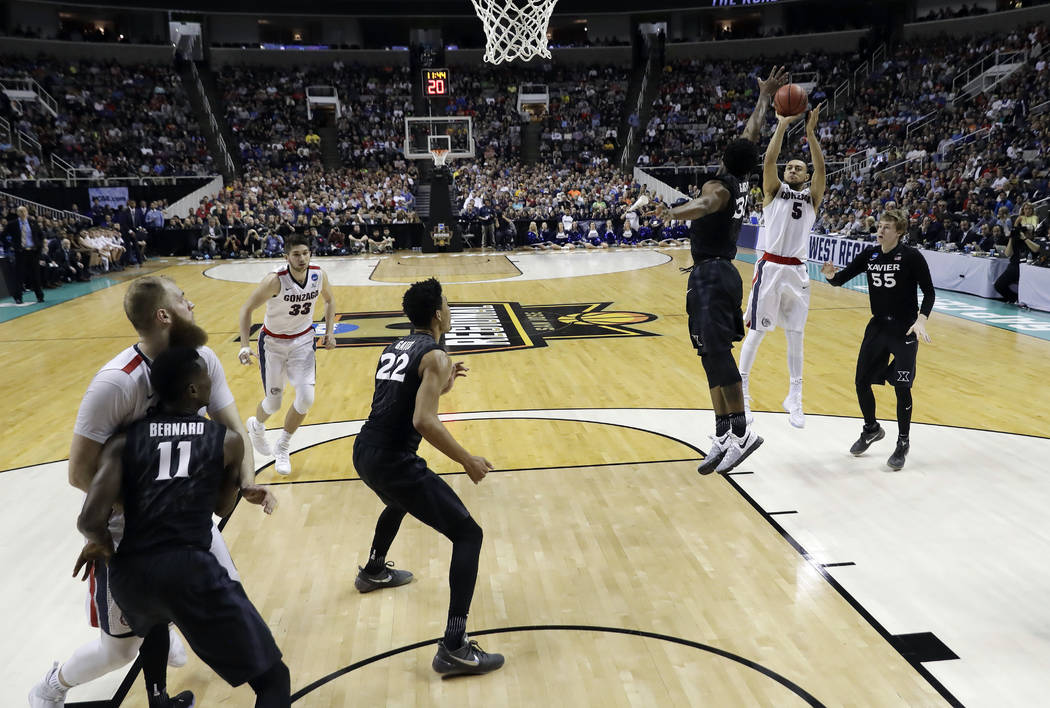 Gonzaga guard Nigel Williams-Goss (5) shoots against Xavier during the second half of an NCAA Tournament college basketball regional final game Saturday, March 25, 2017, in San Jose, Calif. (AP Ph ...