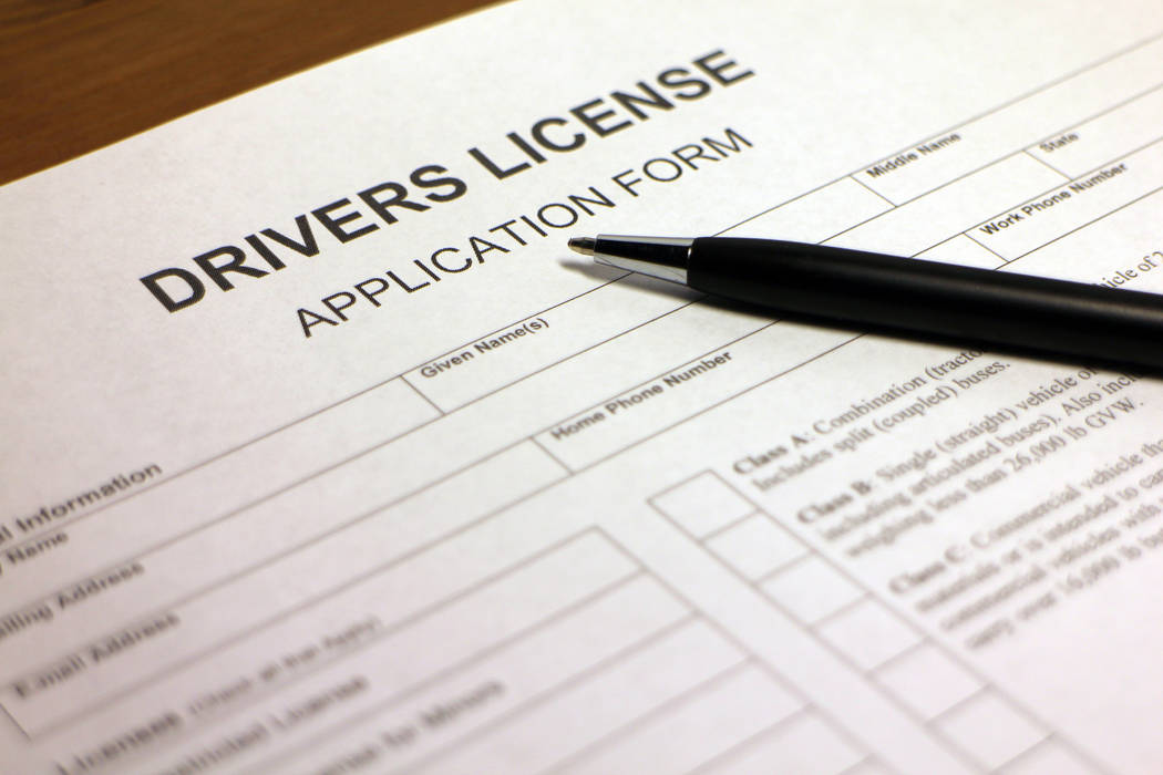 Someone fills out a driver's license application form. (Thinkstock)