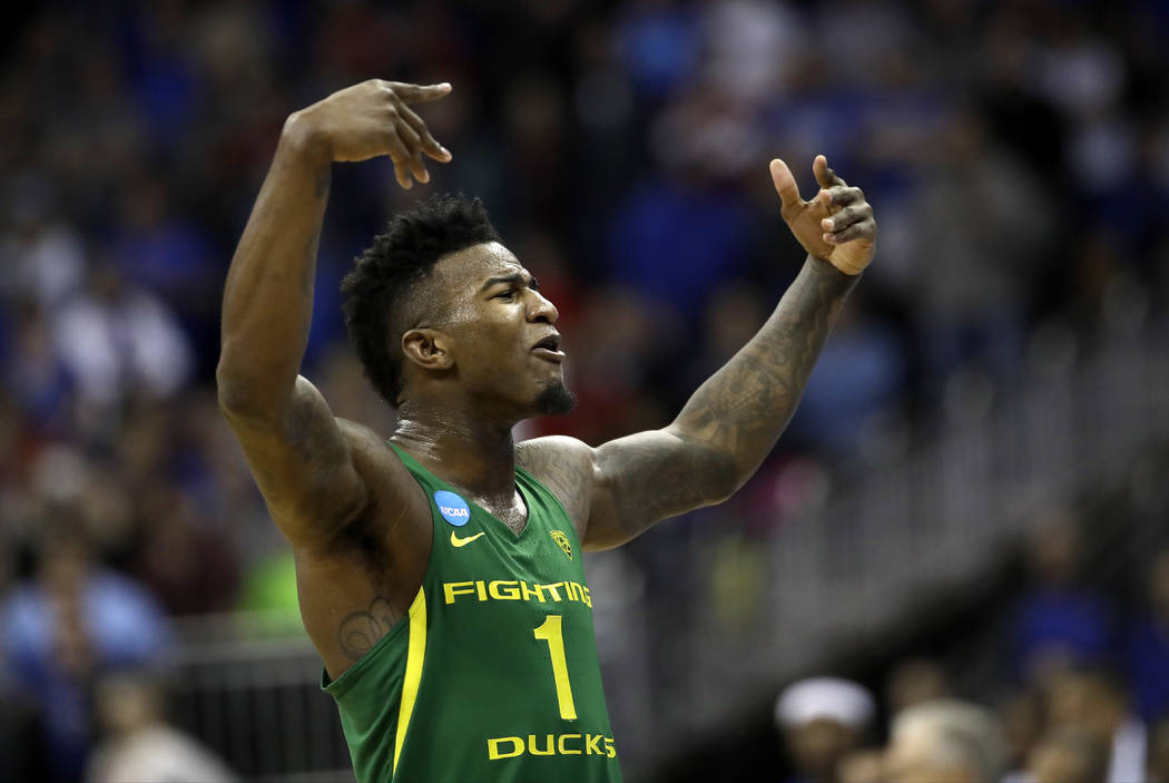 Oregon forward Jordan Bell celebrates at the end of the team's Midwest Regional final against Kansas in the NCAA men's college basketball tournament, Saturday, March 25, 2017, in Kansas City, Mo.  ...