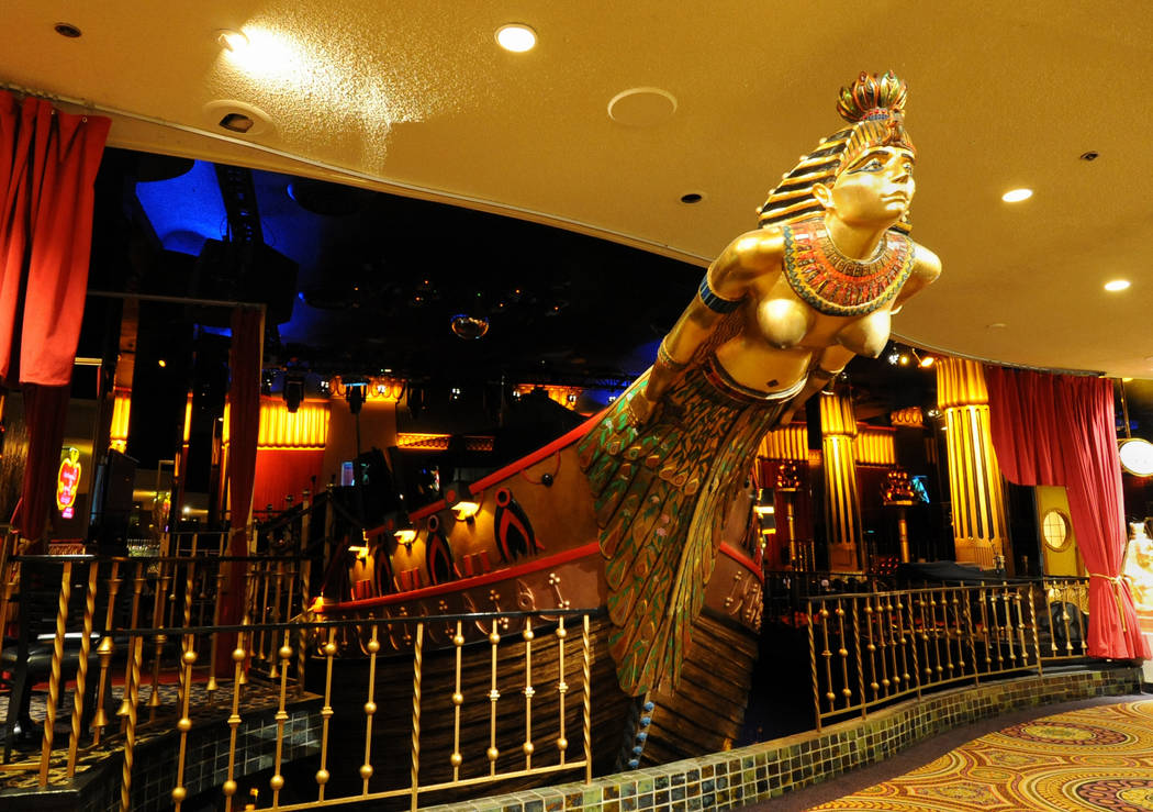 Cleopatra's Barge at Caesars Palace. 8-26-10. Darrin Bush photo.