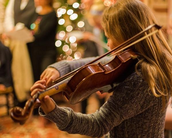 Blonde Christmas Fiddler