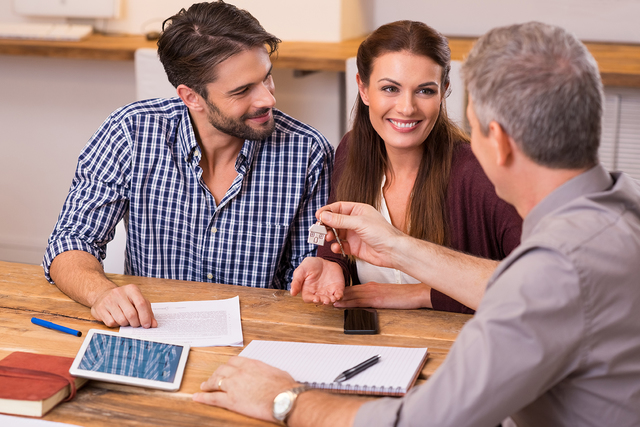 """THINKSTOCK/Ridofranz Eventually, you'll have to reach out to a live person to move forward. As Ken Pozek, a Realtor with Keller Williams Realty in Northville, Michigan, says, """"You can't figu ..."""