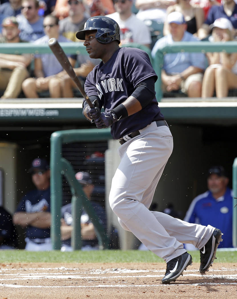 New York Yankees' Chris Carter bats against the Atlanta Braves in a spring training baseball game, Thursday, March 9, 2017, in Kissimmee, Fla. (AP Photo/John Raoux)