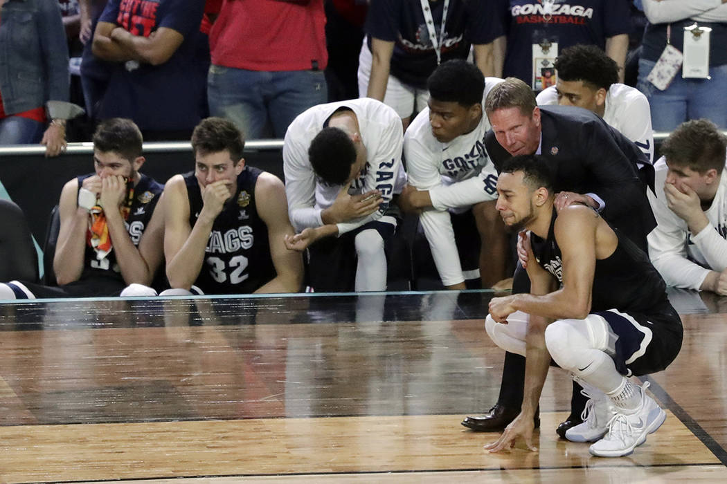 Gonzaga head coach Mark Few talks to Nigel Williams-Goss after the finals of the Final Four NCAA college basketball tournament against North Carolina, Monday, April 3, 2017, in Glendale, Ariz. Nor ...