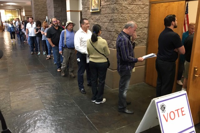 Voters line up to vote in November 2016 at McDonald Ranch in Henderson. (Michael Quine/Las Vegas Review-Journal)