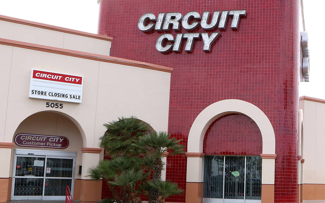 Circuit City store sign at 5055 W. Sahara Ave., announces Its closing on Tuesday, Feb 7, 2017, in Las Vegas. ( Bizuayehu Tesfaye/Las Vegas Review-Journal) @bizutesfaye