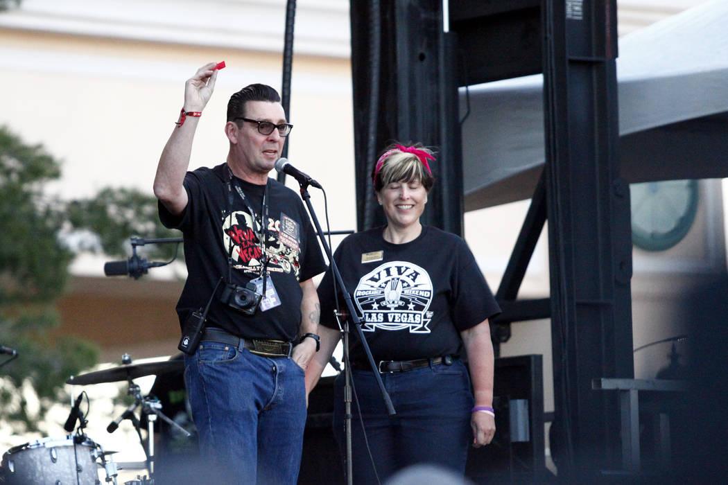Tom Ingram, organizer of Viva Las Vegas Rockabilly Weekender, announces the winner of the Gretsch guitar raffle at the Orleans Hotel and Casino on Saturday, April 16, 2016. (Michael Quine/Las Vega ...