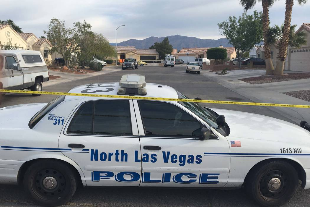 North Las Vegas police investigate the shooting death of a man at a home in the 5400 block of Dilly Circle, Monday, April 10, 2017. (Bizuayehu Tesfaye/Las Vegas Review-Journal) @bizutesfaye