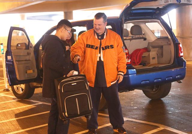 Ride-hailing company Uber driver, Ryan Murphy picks-up arriving passengers at McCarran Airport Wednesday, Dec. 14, 2016, in Las Vegas. (Bizuayehu Tesfaye/Las Vegas Review-Journal)@bizutesfaye