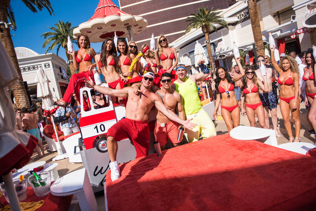 Rob Gronkowski Parties With Friends At Encore Beach Club On Saay April 8 2017