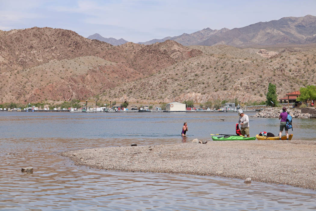 Beach goers enjoying the day at Willow Beach in Arizona, Tuesday, April 11, 2017. (Gabriella Benavidez/Las Vegas Review-Journal) @gabbydeebee