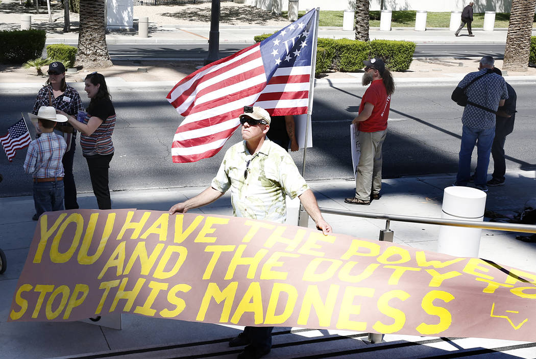Todd Benthell protests outside Lloyd George Federal Building where lawyers give closing arguments in the first Bunkerville standoff trial on Wednesday, April 12, 2017, in Las Vegas. Bizuayehu Tesf ...