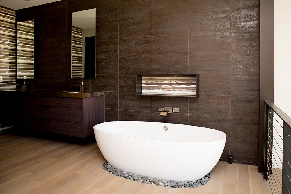 The master bath at 61 Arroyo Road features a Japanese-style soaker tub. (Tonya Harvey Real Estate Millions)