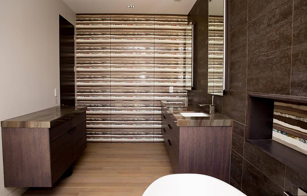The master bath in 61 Arroyo Road home in Blue Diamond. (Tonya Harvey)