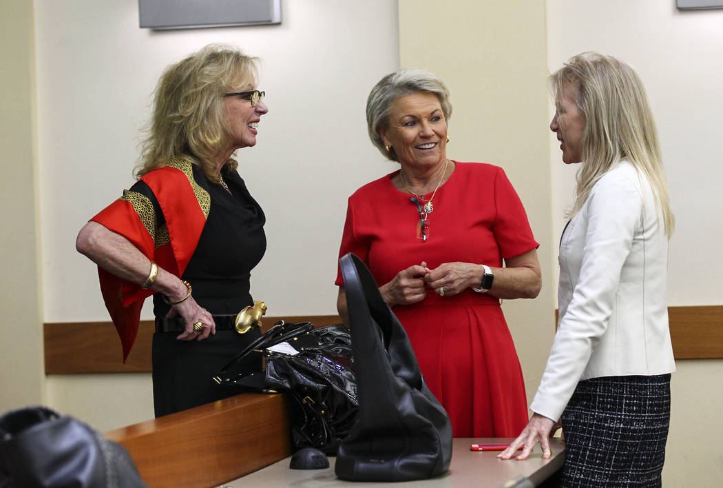 Former Las Vegas Mayor and Caesars Entertainment executive Jan Jones Blackhurst, from left, talks with Pat Mulroy, former Southern Nevada Water Authority general manager, and Wynn executive Kim Si ...