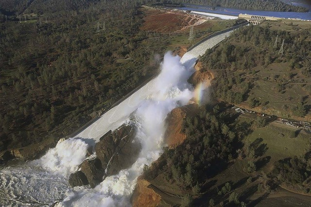 """Officials inspect Oroville Dam's crippled spillway in February in Oroville, California A team of experts is warning of a """"very significant risk"""" if the main spillway of the California dam is not o ..."""