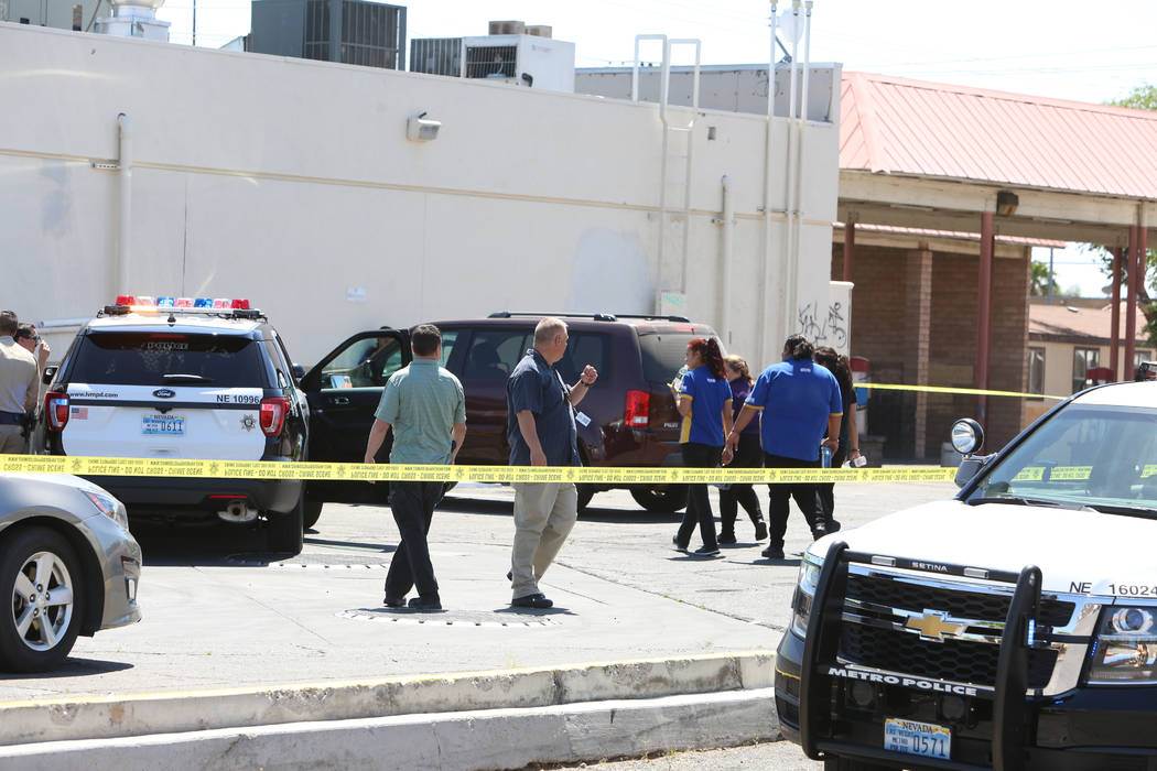 Police investigate the scene of a stabbing at a gas station at the corner of East Bonanza Road and Lamb Boulevard on Wednesday, April 19, 2017. (Bizuayehu Tesfaye/Las Vegas Review-Journal) @bizute ...