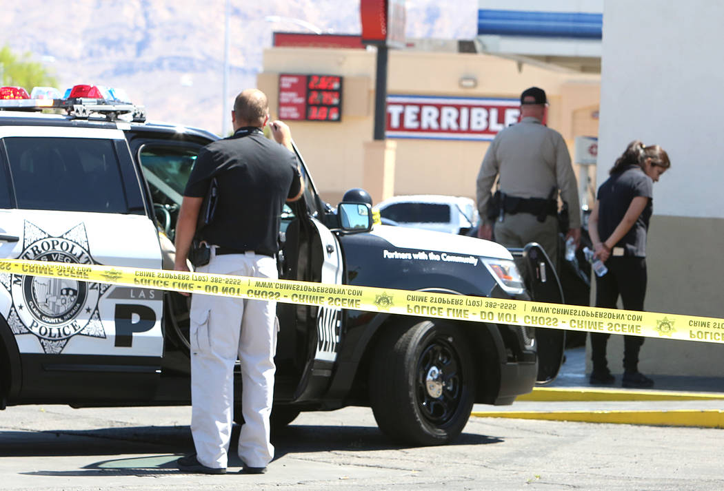 Las Vegas police investigate the scene of a stabbing at ARCO gas station at the corner of East Bonanza Road and Lamb Boulevard on Wednesday, April 19, 2017. Bizuayehu Tesfaye Las Vegas Review-Jour ...