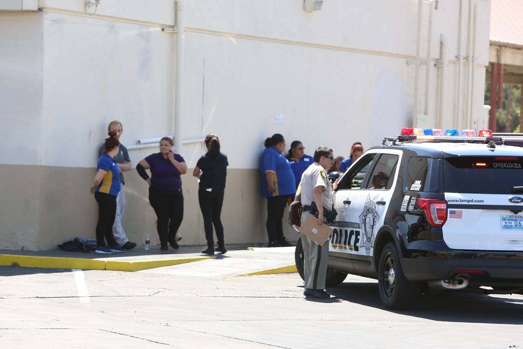 Las Vegas police investigate the scene of a stabbing at the am/pm gas station at the corner of East Bonanza Road and Lamb Boulevard on Wednesday, April 19, 2017. (Bizuayehu Tesfaye/Las Vegas Revie ...