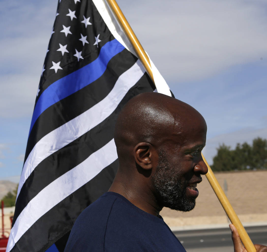 Las Vegas Metro Lt. Ken Bell holds the flag as he runs during the 18th annual Nevada law enforcement officers memorial run on Wednesday, April 26, 2017, in Las Vegas. Christian K. Lee Las Vegas Re ...