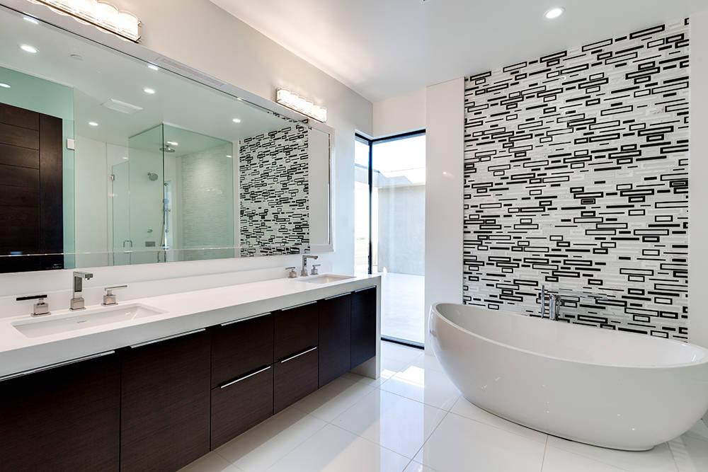 The master bath. (Growth Luxury Homes)