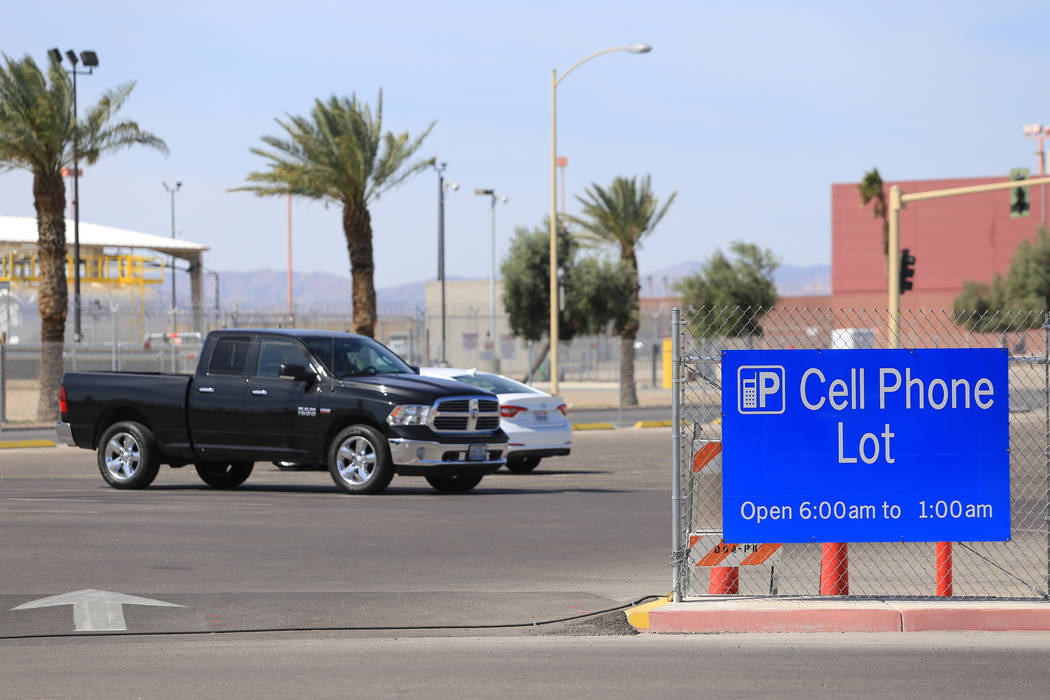 Only two cars take up spaces at the cell phone lot of McCarran International Airport in Las Vegas on Thursday, April 27, 2017. Brett Le Blanc Las Vegas Review-Journal @bleblancphoto