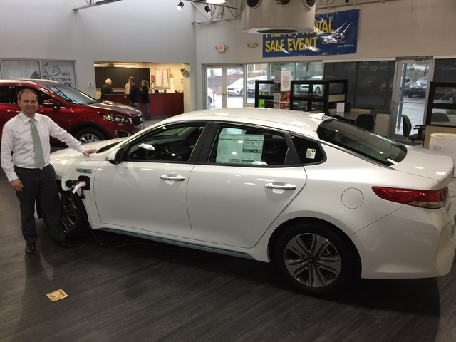 Amazing COURTESY Findlay Kia Sales Consultant Pontus Hellsten Is Seen With The 2017  Optima Plug In
