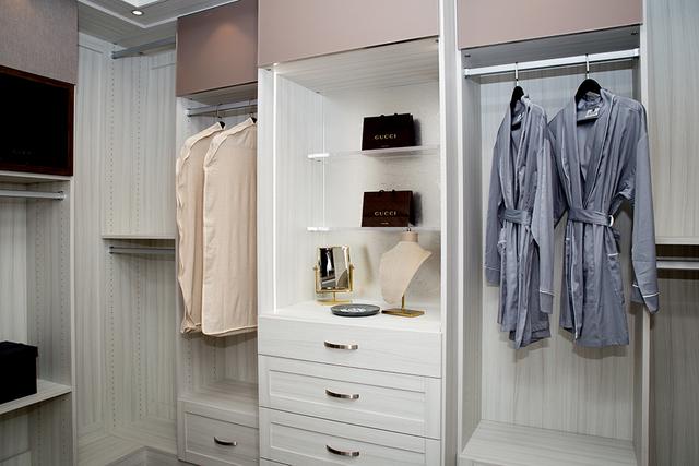 The master closet. (TONYA HARVEY/RJRealEstate.Vegas)