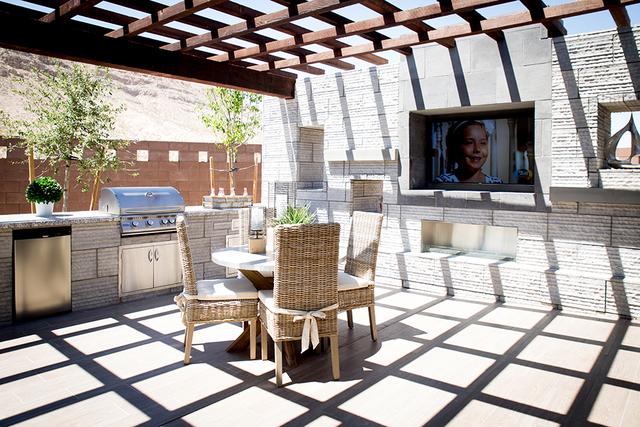 An outdoor kitchen. (TONYA HARVEY/RJRealEstate.Vegas)