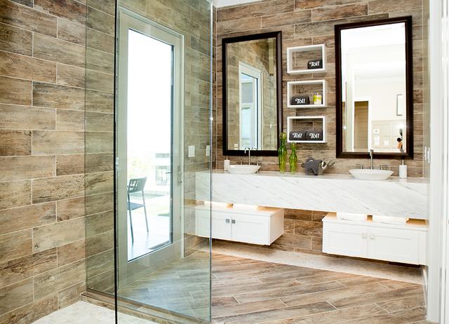 The master bath. (TONYA HARVEY/RJRealEstate.Vegas)