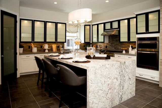 A Regency kitchen. (TONYA HARVEY/RJRealEstate.Vegas)