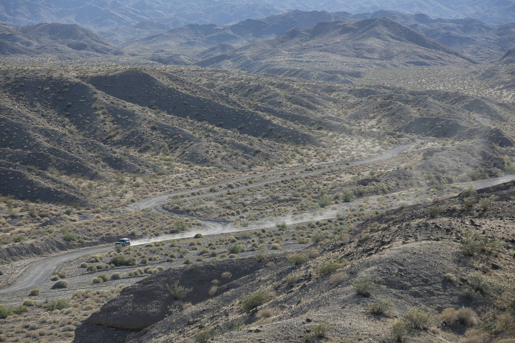 A vehicle makes it way down Eagle Wash Road, which leads to the crime scene, at Lake Mead National Recreation Area on Tuesday, May 2, 2017. Bridget Bennett Las Vegas Review-Journal @bridgetkbennett