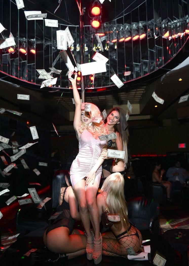 """Courtney Snodden hosts a """"Divorce Party"""" at Crazy Horse III Gentlemen's Club on Friday, April 28, 2017, in Las Vegas. (Bryan Steffy/WireImage)"""