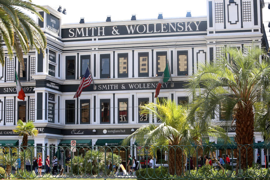 Investors have bought the Smith & Wollensky building, photographed on Tuesday, May 9, 2017, on the Strip for $59.5 million. (Bizuayehu Tesfaye/Las Vegas Review-Journal) @bizutesfaye