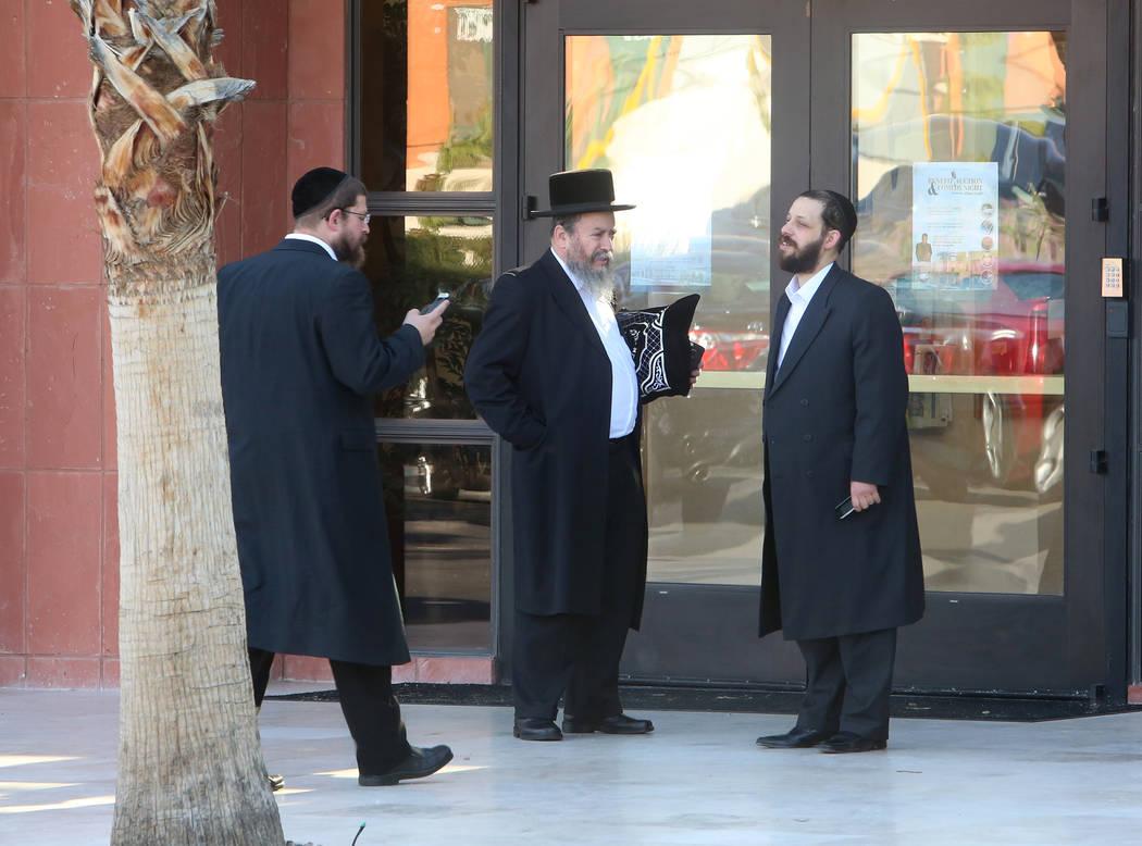 Members at a Las Vegas Jewish center stand outside Desert Torah Academy, 1261 Arville St., near West Charleston Boulevard Tuesday, May 9, 2017. Bizuayehu Tesfaye Las Vegas Review-Journal @bizutesfaye