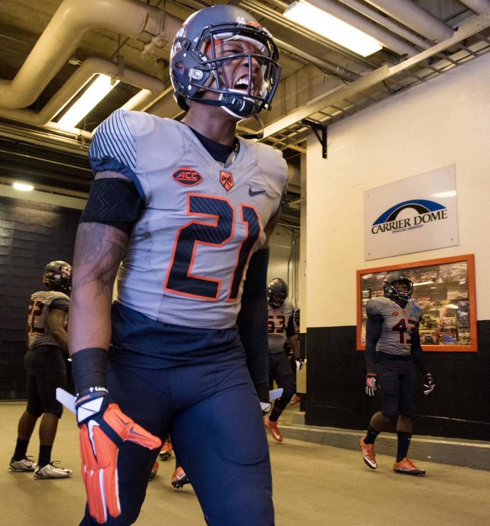 November 12, 2016: Syracuse University defensive back Chauncey Scissum #21 prepares to take to the field. NC State defeated Syracuse 35-20 at the Carrier Done in Syracuse, NY. Photo by Alan Schwar ...
