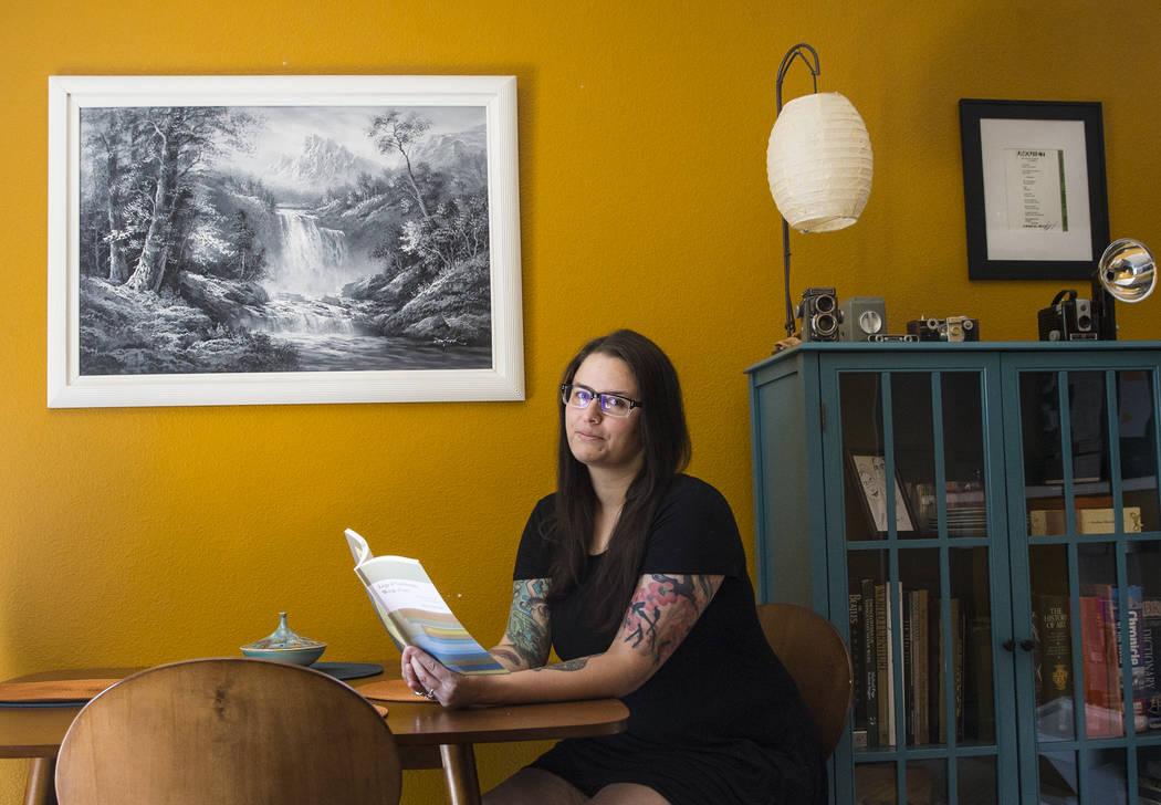 Writer Heather Lang at her Las Vegas home on Tuesday, May 9, 2017. Benjamin Hager Las Vegas Review-Journal @benjaminhphoto