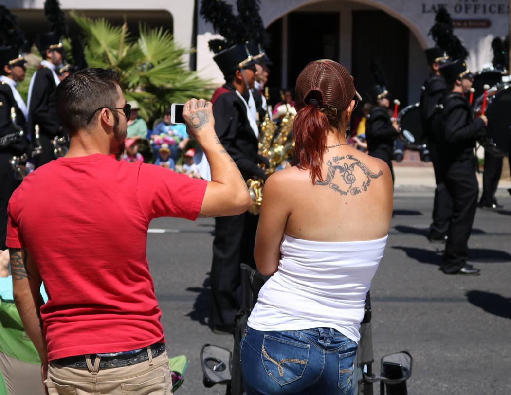 A couple watches the Del Sol High School marching band perform during the Helldorado Days Parade in downtown Las Vegas, Saturday, May 13, 2017. Gabriella Benavidez Las Vegas Review-Journal @latina_ish