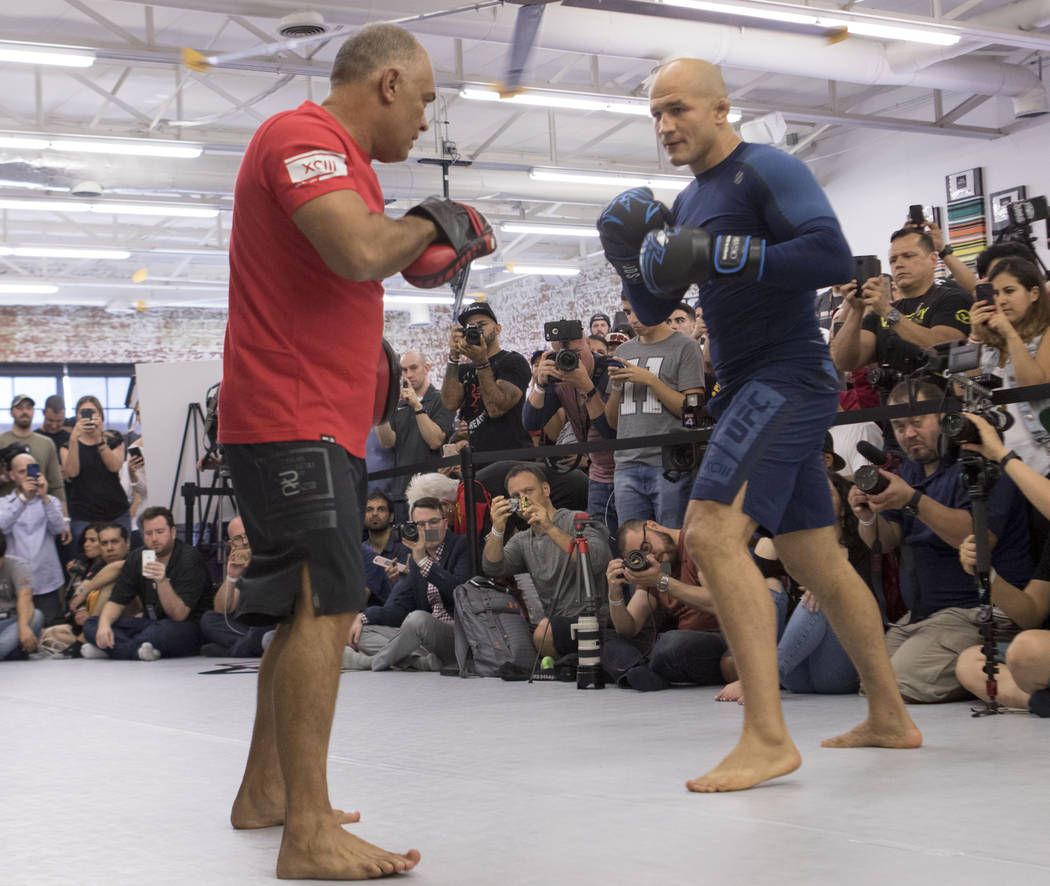 UFC heavyweight Junior dos Santos prepares to hit mitts at UFC 211 open workouts at the Mohler MMA gym in Dallas, Texas, on Thursday, May 11, 2017. Heidi Fang/Las Vegas Review-Journal @HeidiFang