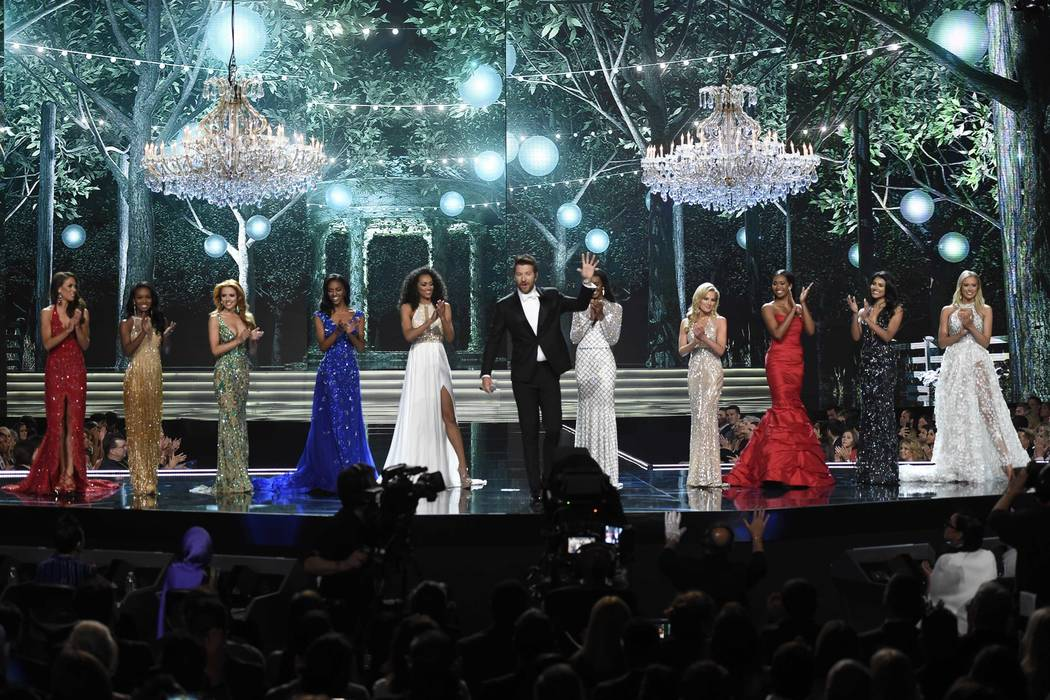2017 Miss USA  – Las Vegas, Nevada, U.S., 14/05/2017 - Singer Brett Eldredge performs during the evening gown competition. REUTERS/David Becker