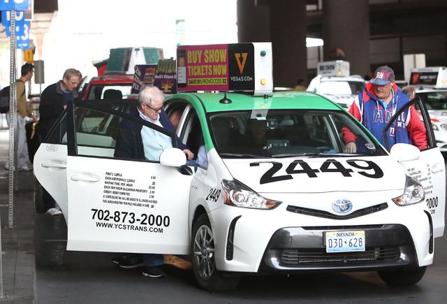 Arriving passengers at McCarran Airport take a taxi Wednesday, Dec. 14, 2016, in Las Vegas. (Bizuayehu Tesfaye/Las Vegas Review-Journal)@bizutesfaye