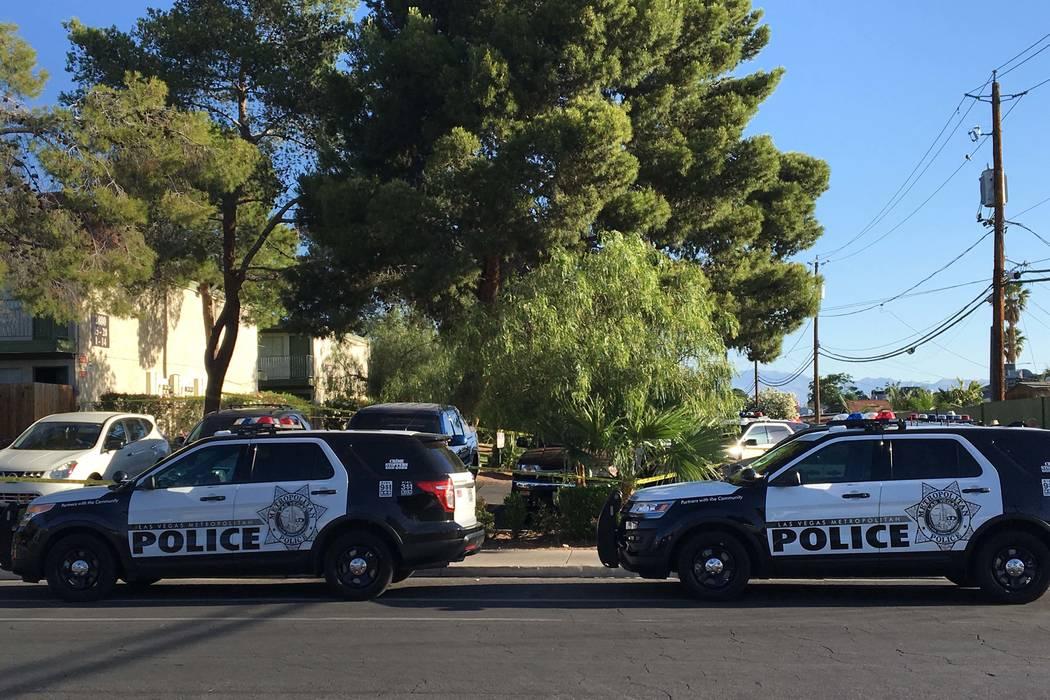 Las Vegas police investigate a homicide at 2880 S. Decatur Tuesday morning, May 16, 2017. (Bizuayehu Tesfaye/Las Vegas Review-Journal) @bizutesfaye